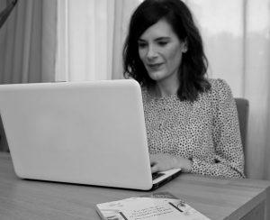 Dra. Bagazgoitia en la consulta online dermatología